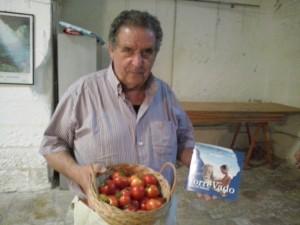 Antonio Renzo con i Pomodori di Morciano