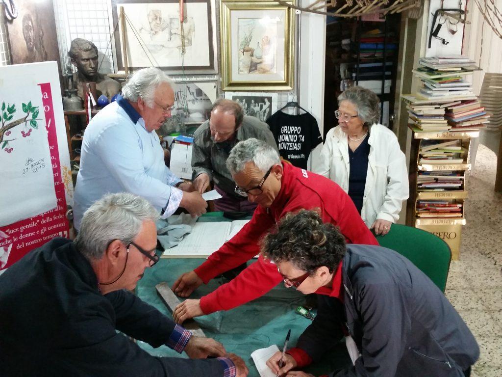 """Un momento dell'incontro con i volontari dell'Associazione culturale del """"Gruppo Anonimo '74"""""""